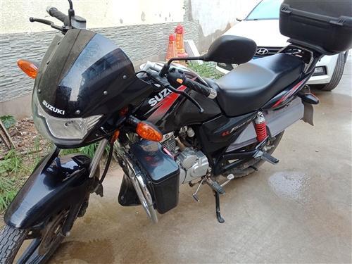 2016年10份的车,宝贝是从专卖店购买的,豪爵铃木锐爽125-3E,与县城交警的警用摩托车同款。当...