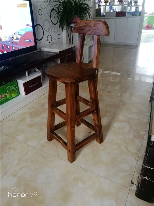 凳子很新  200元买的150处理,需要联系。