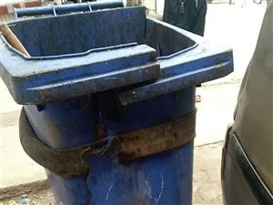这样的垃圾桶还在用