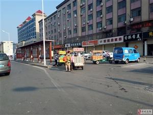 邹城街头非机动车道每天被堵,骑车只能冒险走机动车道