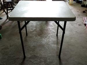 餐桌,可折叠,正方形桌面。可当麻将桌用。附整体图片,折叠后图片,以及尺寸。