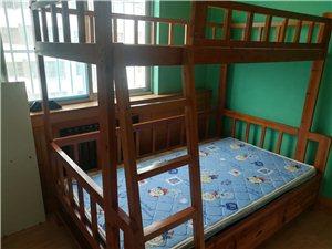 2层床是新的,还有个沙发这4件家具600元处理了,不单独卖为了腾地方电话15263819159