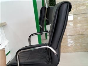 求�一��老板椅,有�的老板�我,跟我�D片一�拥木涂梢裕��r格在150左右
