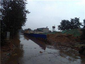 出村唯一公路被堵,沙场,化工厂污染严重