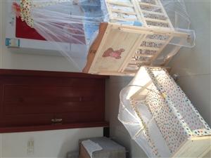 实用婴儿床,现低价出售260元,详情请电话咨询!