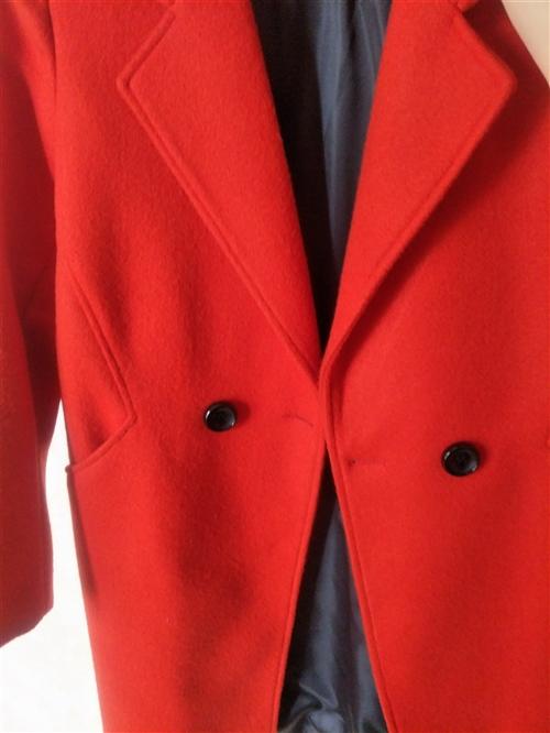 毛呢外套,新的,一次沒穿過,買的大了一號,不合身。橘紅色的,第一張圖是正色。適合165左右,體重11...