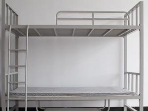 出售二手铁架高低床15张,去年刚买的,一张也售,价格面议,地址:城关中学内,电话:185819099...