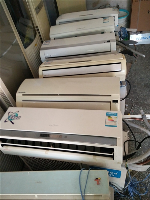 出售二手空调。冷暖效果好。电话18131712327 空调维修加氟!