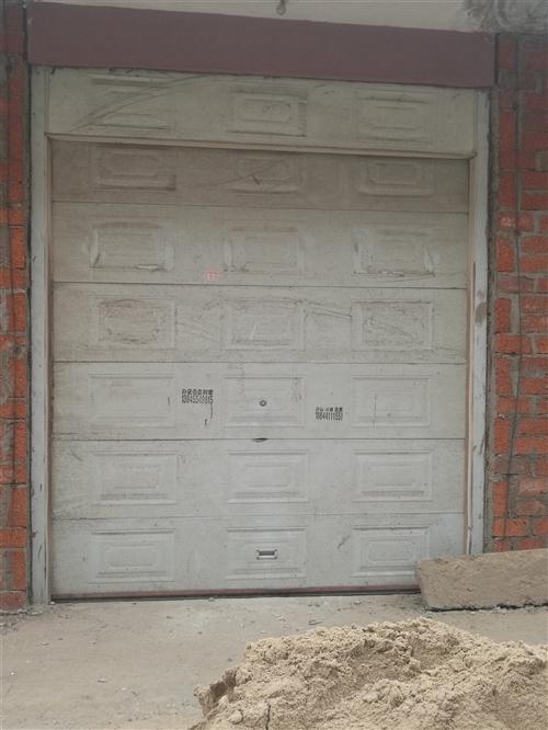 九成新电动车库门,宽2.8米,高3.2米,适合自建车库用门,物超所值!如有需要请抓紧电联!
