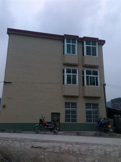 来凤大河黑家坝私人房屋出售,可拎包入住,水电网路全通,15958456445