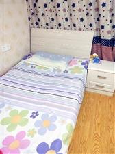 出售:1.2米单人床一张,新床没睡过,70厘米宝宝床一张,8成新,两张床都送床垫