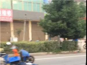 俞林南家乐福门口发生一起车祸,一清洁工被撞当场死亡