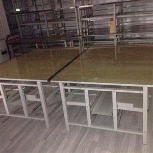 本人有二手网吧电脑桌'有八成新'网吧不干了'想转让电脑桌'有需要的快来买吧。