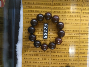 大红酸枝木手镯,年前2288买的,现便宜出售1500元!红酸枝手镯可强身闭邪