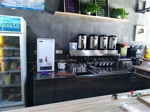 奶茶成套设备,9成新(半年�]到)低价转让,设备包括,制冰机,收银机,果糖机,摇摇机,开水机,展示柜,...