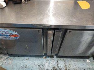 操作台冰箱,西点冷藏柜,9成新,价格面议,联系电话,15925714264短号,554264,3台设...