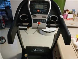 亿健T900跑步机,9.9成新,原价1298元,使用2个月一直闲置到现在!保养用品说明书齐全,因客厅...