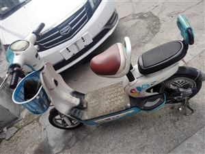 电动车一辆。七成新。电瓶刚换的新的  自己一直骑着的电动车。有要的短信联系