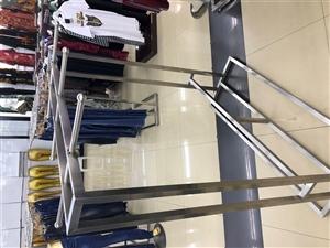 宽广超市裤子店撤掉设备便宜转让,需要的电话联系18003240271。价格详谈,整套转让更便宜