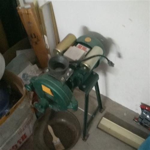 九成新粉碎机一台低价转让
