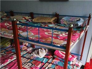 二手上下铺铁床 幼儿园专用 带被褥床板 共十二套 质量非常好,喷漆后和新的一样。
