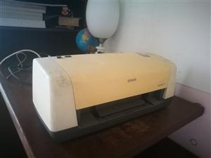 打印机,有要的可以联系,没怎么用,放置三四年了,无磕碰!