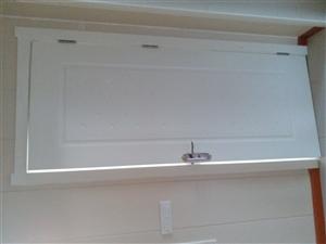 装上不到半个月,因拆迁寻找有缘人,全套居家门窗,标准尺寸,另有实木衣柜,电视柜,沙发,实木凉椅,铝合...