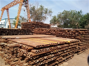 钢管1―6米,600吨。十字扣件10万个,接头3万个,转件2万个,松木架板3000块,搅拌机5台,钢...