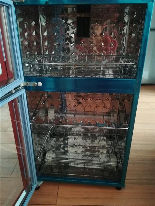 消毒柜8成新。100块。