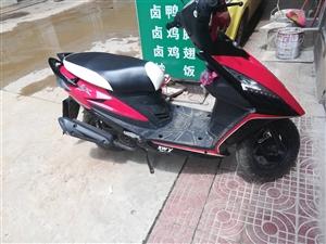 出售机动踏板摩托车,全新100公里不到,有意直接电话,17736862050.限寻甸交易,