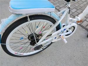 变速折叠自行车9.9成新,基本没骑现因想换个山地的所以出售,喜欢的亲赶紧下手吧
