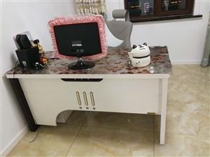 电脑桌,老板桌,八成新,品牌的,需要的电联13101653221