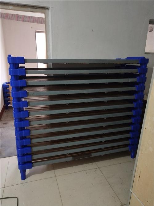 辅导班塑料床大床1米5?0.6,每张70元,小床1米5?0.6每张90元都是九成新