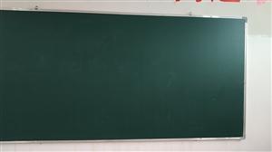 9成新黑板两块,每块90元。赔本只为甩卖,适用于各种学屋!