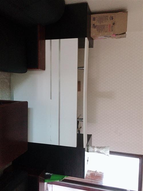 簡潔長款前臺桌閑置出售,市區范圍,如有需要請自提。