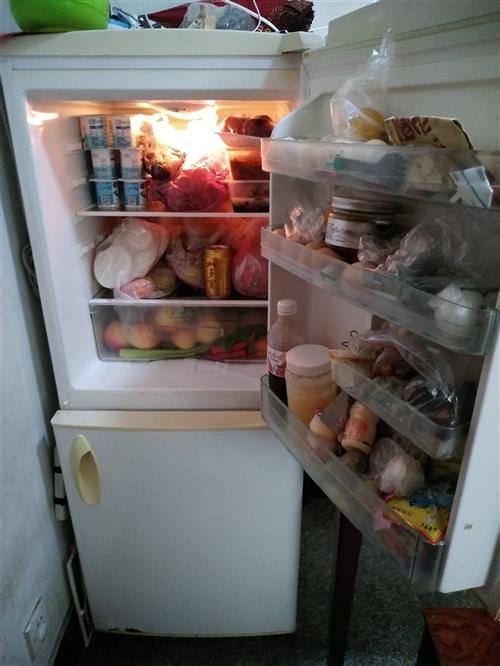 转让一台容声冰箱,价格300元。联系人王女士15057062123 (525563)