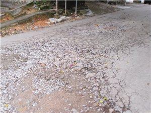 人民西路东方南街路口破烂不堪