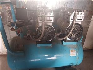 出售无油静音空压机,使用半年,有需要的老板联系,价格半价,处理为先,