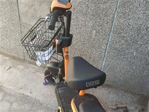 新买的2800元爱玛电动车,骑了十几天,电瓶3年内免费更换,因为要去外地,现在2300元出售,诚心购...