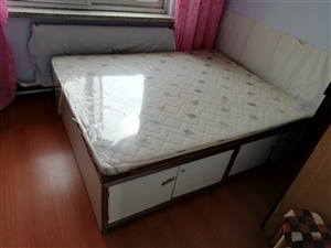 实木双人床,300元,1500*1900