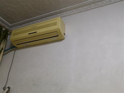 自家正常使用長虹掛機臺,因搬家不便,特低價轉讓。不包安裝300