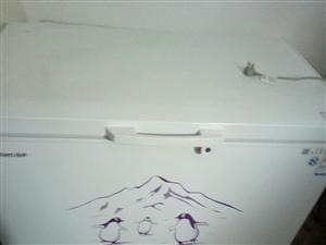 本人有一个冰柜,买来只用个一次,因为有搬家,想卖了,有须要的可以来看货,价格面仪