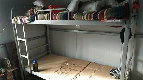 上下架子床,四月份買的,還是新的,一共有六架,需要的朋友請聯系,價格面議