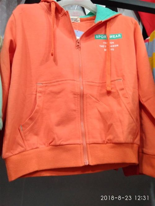 可比小鹿,橘色帽衫,外贸纯棉,款式新颖。 110-120-130-140。四个号码,适合四岁,五岁...