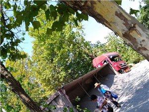 今天下午一点半左右,在123省道土山这里发生一起交通事故
