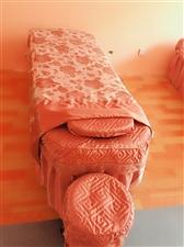出售美容床和沙发 美容床带椅子一张一百 沙发一张两百