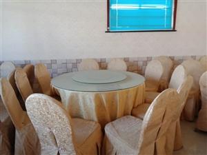 餐桌餐椅 餐桌餐椅出售,桌面直径1.2米,带桌套、椅套,有十余套。因转行现出售,价格详情面谈。联系电...