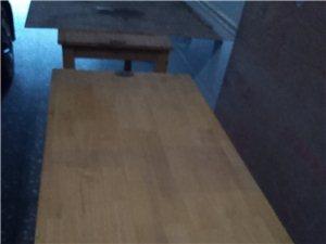 桌子,椅子,冰箱,展示柜,电磁炉火锅桌。八成新,都只用半年!?#22270;?#20986;售!本人外出,需要从速!