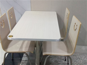 饭店不干九五成新的桌椅转卖,用的不到一年,和全新的一样
