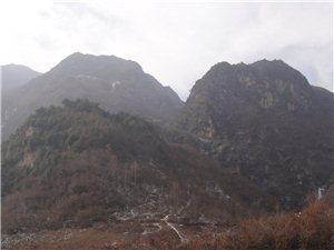 有人在甘肃陇南文县桥头乡的一个穷山沟沟里发现了龙洞